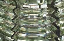 Flat-pack lens boosts solar power