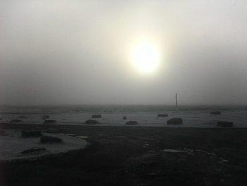 English: Cloudy morning Sun shining through cloud (Photo credit: Wikipedia)