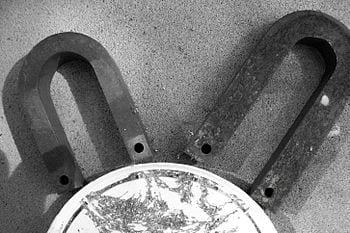 English: permanent magnets Deutsch: Hufeisenmagnete (Photo credit: Wikipedia)