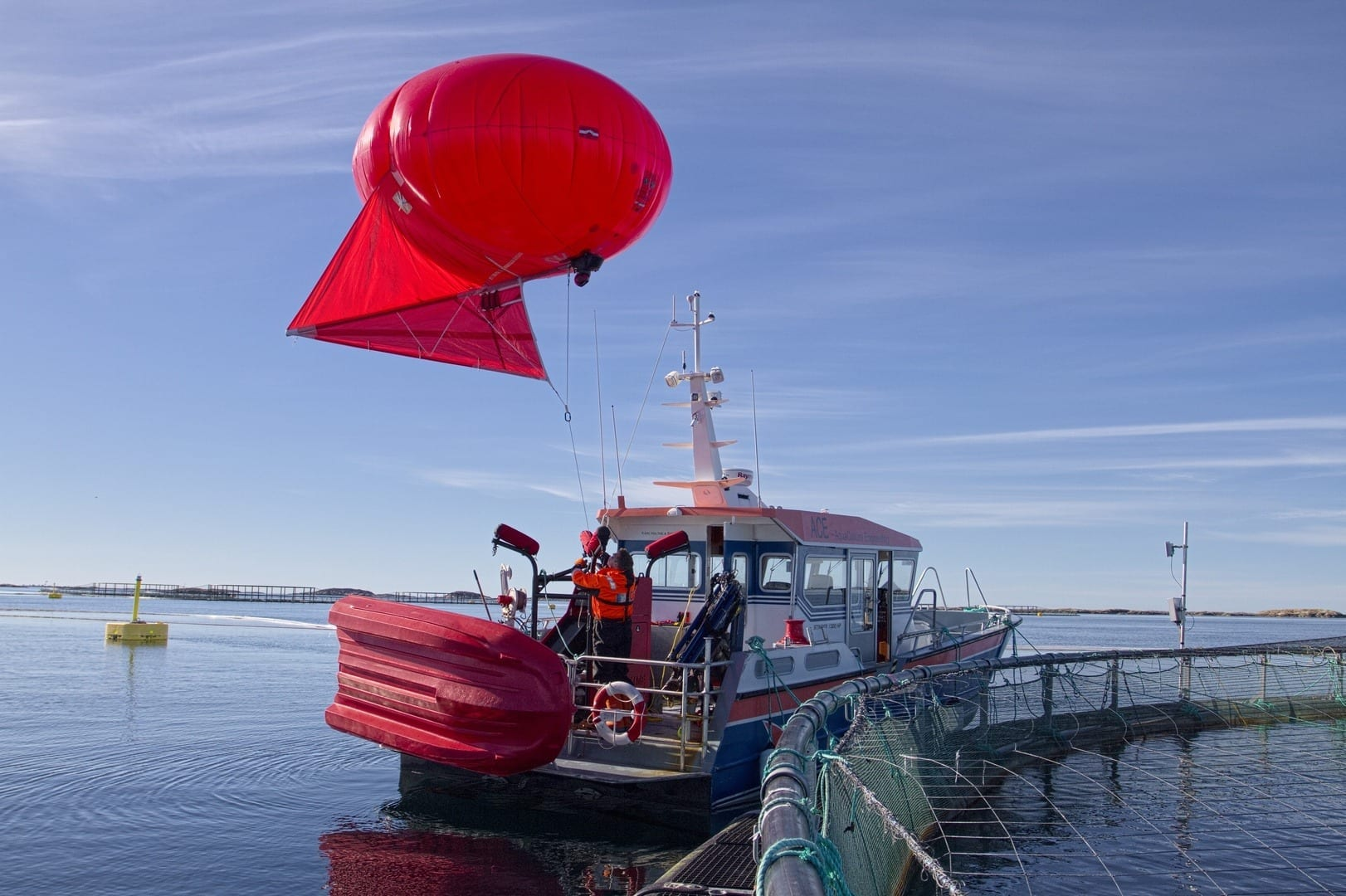 """In this experiment, researchers used the""""OceanEye"""" system supplied by Maritime Robotics. The balloon, which is equipped with a remote-controlled camera, can remain airborne and will supply clear aerial images, even in""""fresh breeze"""" conditions. The experiment was carried out at the Rataran facility, operated by SALMAR and ACE."""