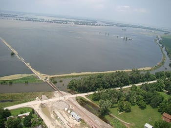English: The 2011 Missouri River floods from Fortescue, Missouri looking toward Big Lake (which is obliterated). The Missouri River is 5+ miles wide. The BNSF railroad which is the main coal line for the Kansas City Iatan powerplant has been breached. (Photo credit: Wikipedia)