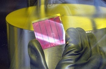 English: Solar cell (Photo credit: Wikipedia)