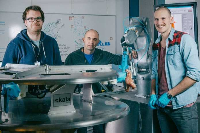 """This is the team behind the robot """"Gribbot """", who has a special eye for chicken. From the left: Elling Ruud Øye, Ekrem Misimi and Aleksander Eilertsen at SINTEF. Photo: TYD/SINTEF"""