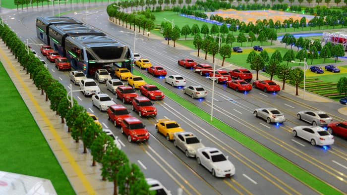 Chinese electric straddling bus allows cars to pass underneath