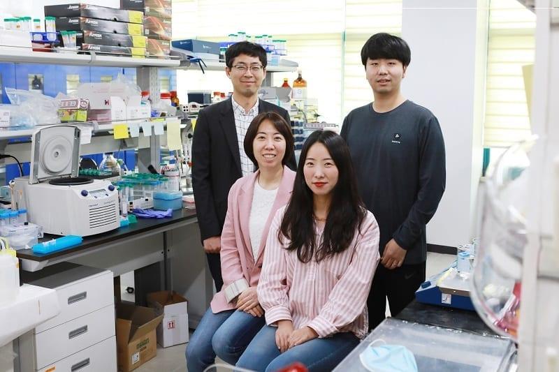 From left: Professor Yoosik Kim, Professor Sheng Li, PhD candidate Sura Kim, PhD candidate Jayoung Ku