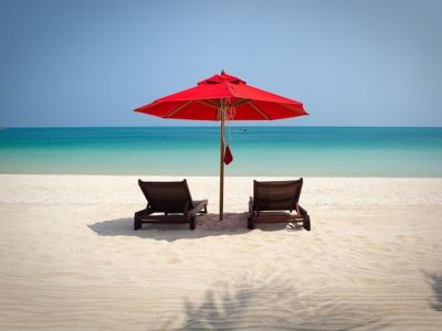 ombrellone spiaggia koh Chang - recensioni viaggi -innviaggithailandia.com