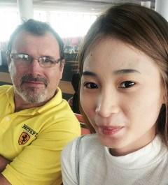 Stefano Lazzari con sua figlia - InnViaggi Asia