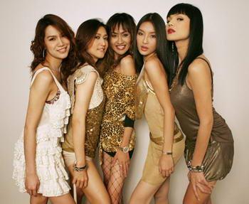 ladyboys in gruppo - bangkok - thailandia