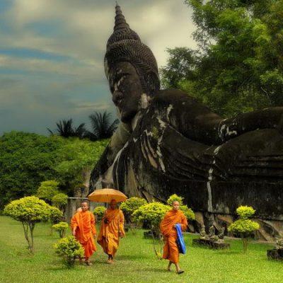 Monaci e Sculture del Buddha in Laos