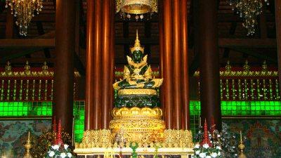 il buddha di smeraldo nel Wat Phra Kaeo a chiang rai in thailandia
