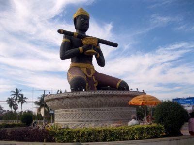La statua del Re Dambang Krenhung a Battambang