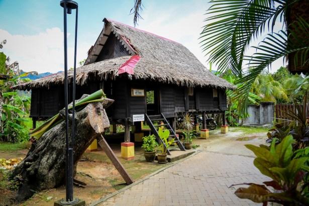 L'abitazione tradizionale malese nel sito di Kota Mahsuri