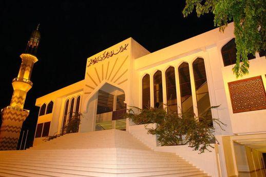 La spendente facciata della Grand Friday Mosque di Male