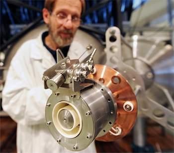 Motor iônico de efeito Hall usa criptônio como combustível