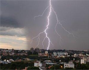 Aumento incidência de raios em regiões do Brasil