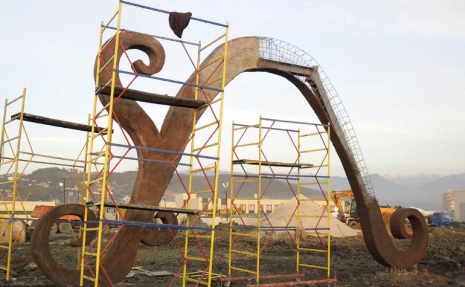 TAA Sochi - Dragon Wall and Figure 1 - cut (3)