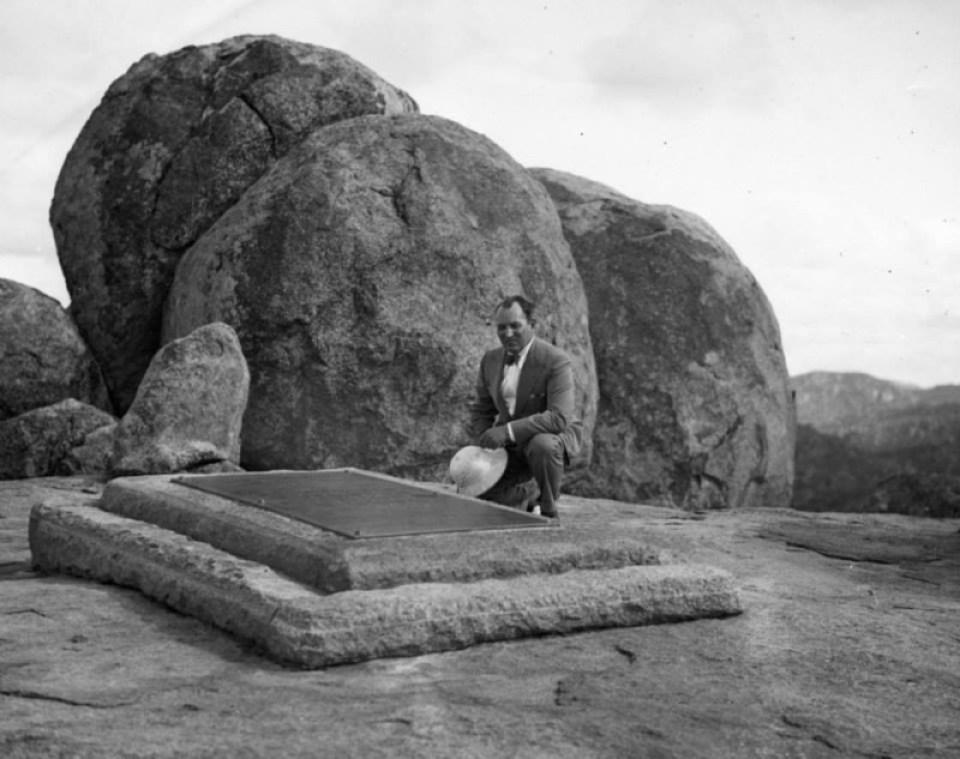 Ripley at Rhodes' Tomb (1933)