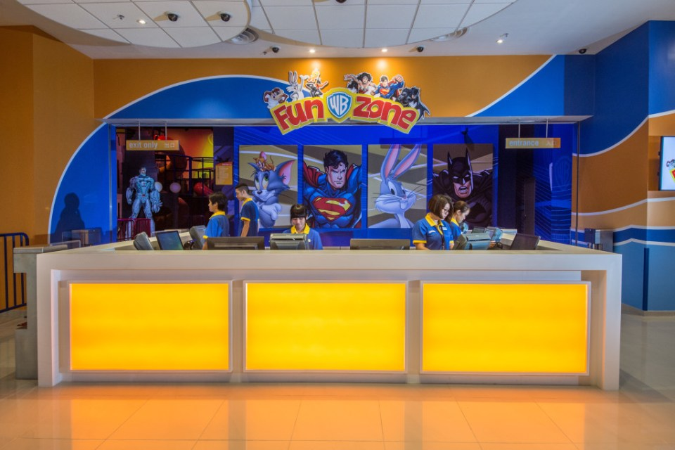 The Looney Tunes Bounce-O-Matic offers a thrilling dual free-fall experience for kids alongside their favorite Looney Tunes characters.