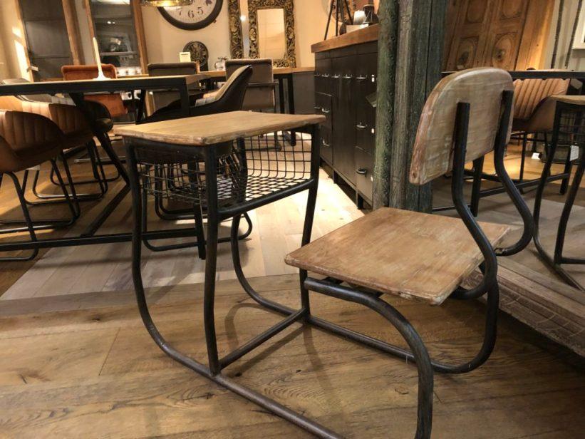 Oude schooltafel INPA woonwinkel