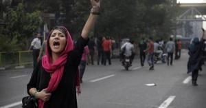Iran, la storia si ripete