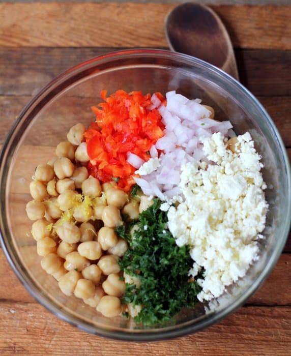 Chickpea and Roasted Red Pepper Salad - Inquiring Chef