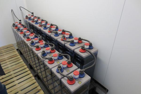 installation de batteries électriques stationnaires