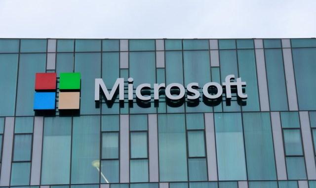 Microsoft afferma che gli hacker di SolarWinds hanno avuto accesso ad alcuni dei suoi codici sorgente