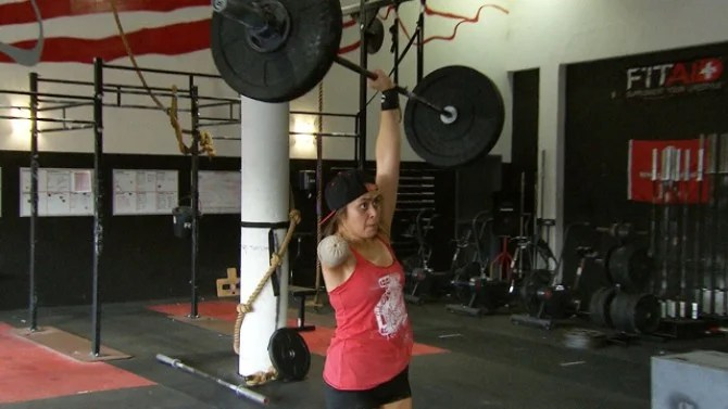 Female One Armed Weightlifter Deadlifts Over 200 Pounds Inside Edition