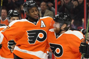 NHL 2014 - Nov 08 - COL vs PHI - Right Wing Wayne Simmonds (#17) and Right Wing Jakub Voracek (#93) of the Philadelphia Flyers celebrate a goal