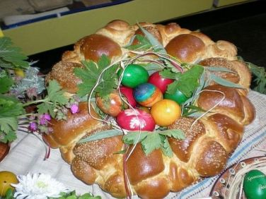 Why not serve up some Kuzunak bread this Easter!