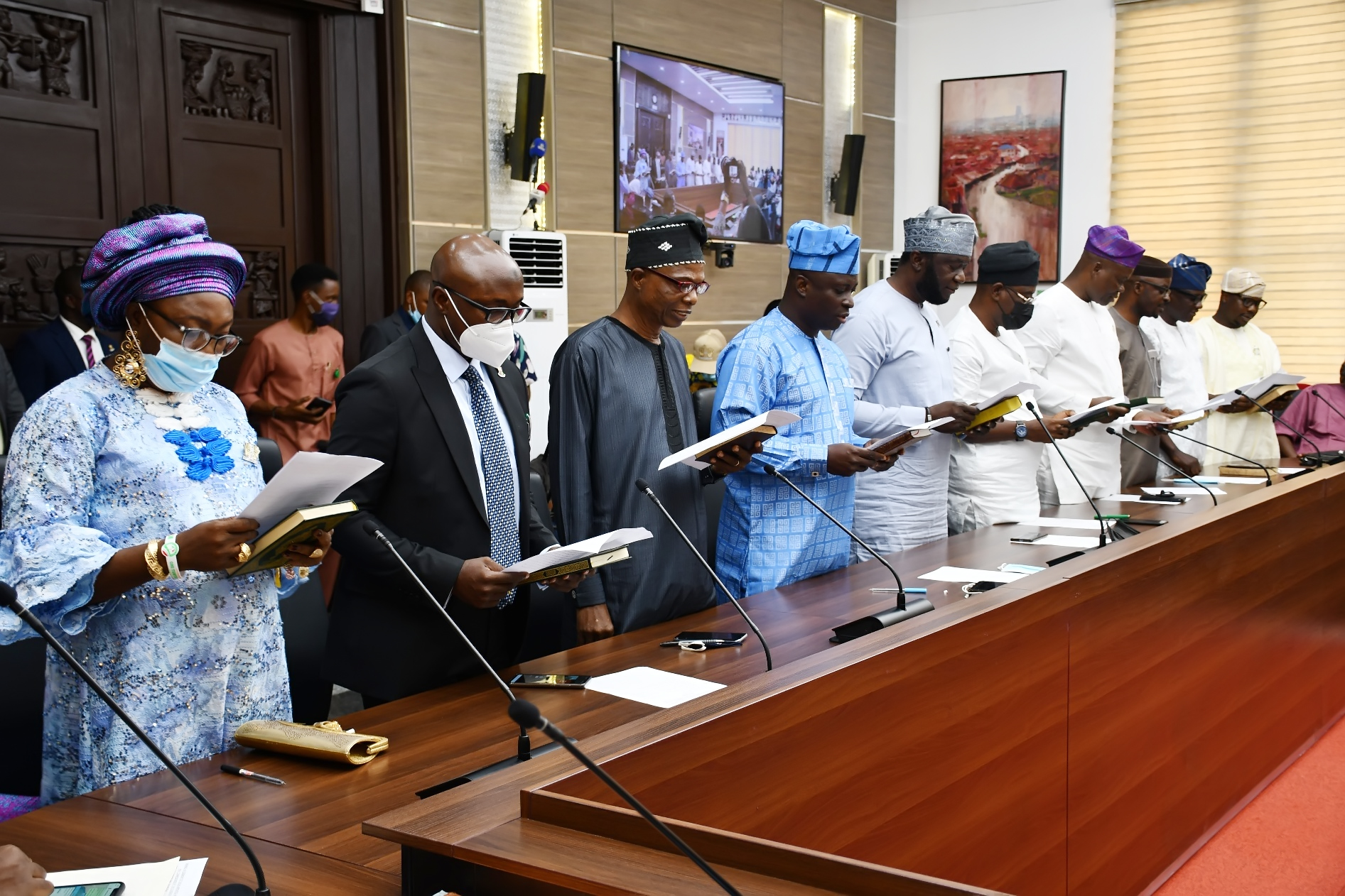 Makinde Swears In 10 Commissioners, President Customary Court