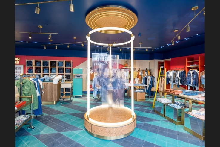 Pepe Jeans retail tech physical store