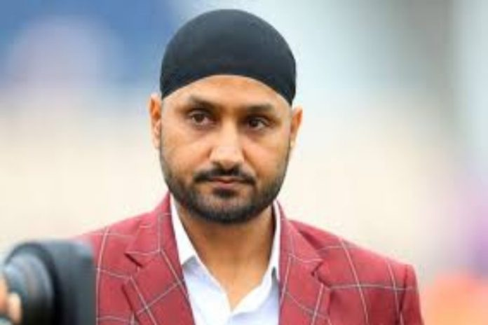 MS Dhoni,Harbhajan Singh,Dhoni retirement,BCCI contract players list,Ravi Shastri