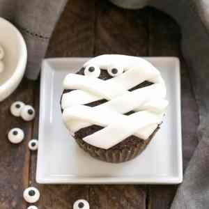 Chocolate Mummy Cupcakes