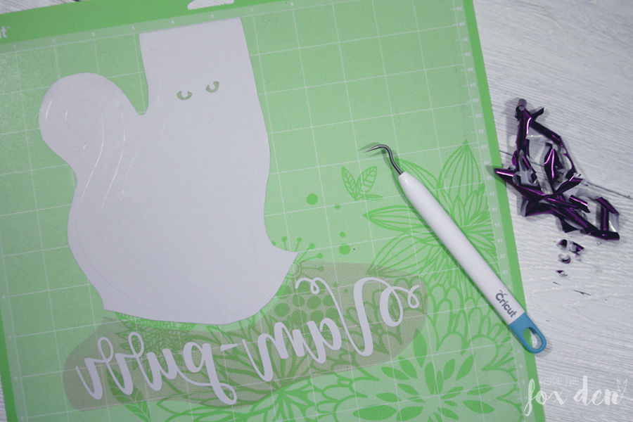 This free cut file is perfect for Halloween and it made the cutest pillow! Come download it and check out the tutorial to see how you can make one yourself!