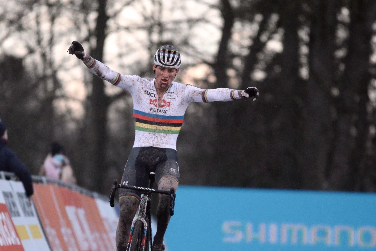 brand win cyclo cross world cup race