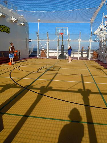 Goofy's Sports Basketball court - Disney Dream
