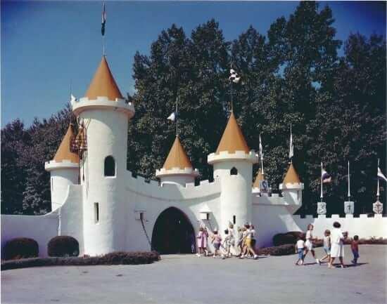 entrance-castle-in-color-sans-white-border.jpg__1072x0_q85_upscale