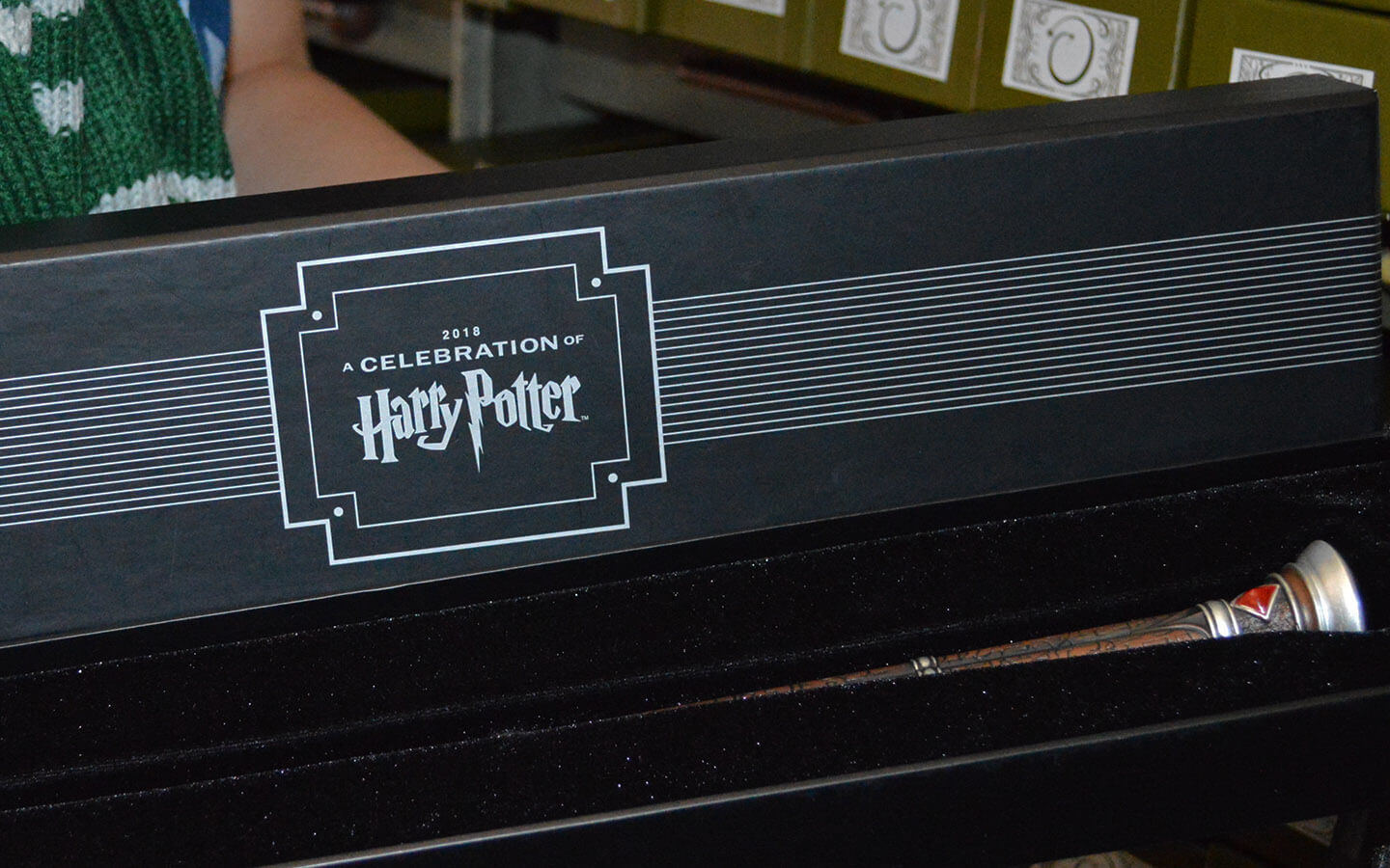 The New Commemorative A Cele Tion Of Harry Potter 2018 Wand Features Silver Adornments With Red And Black Stones