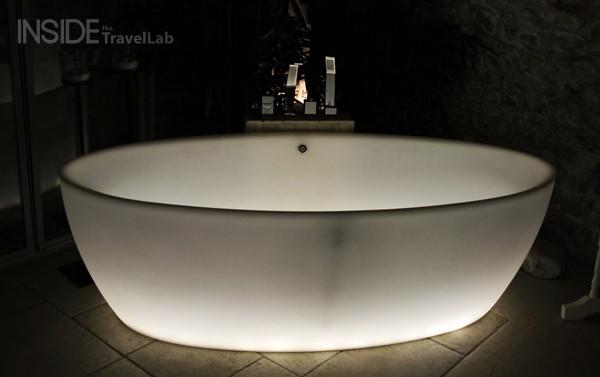 Glowing bath at the Entre Hotes B&B