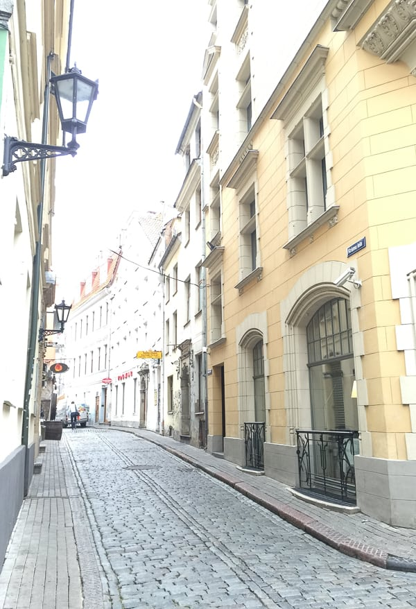 Things to do in Riga-wander down the side streets via @insidetravellab