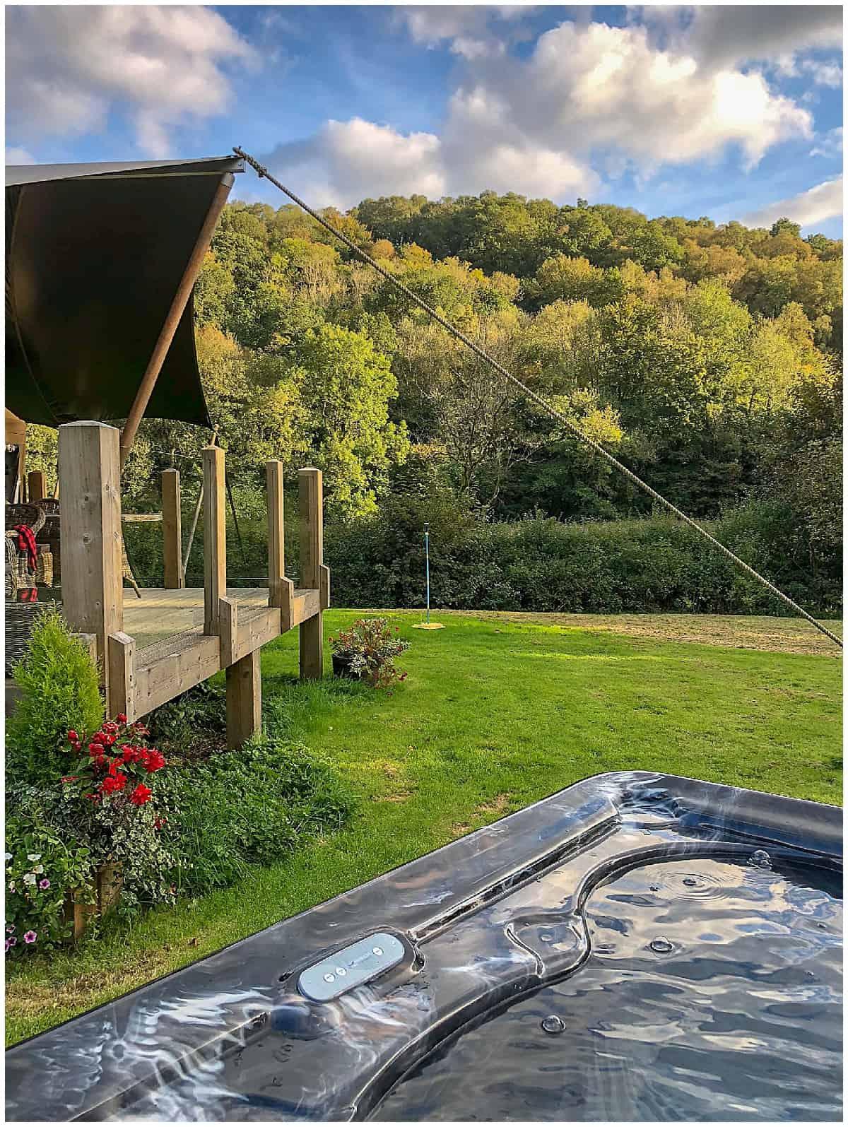 Hot tub outside Felin Geri