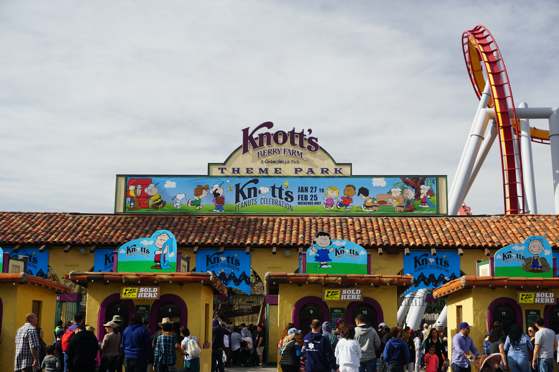 Knott\'s Berry Farm debuts New Peanuts Celebration | Inside Universal