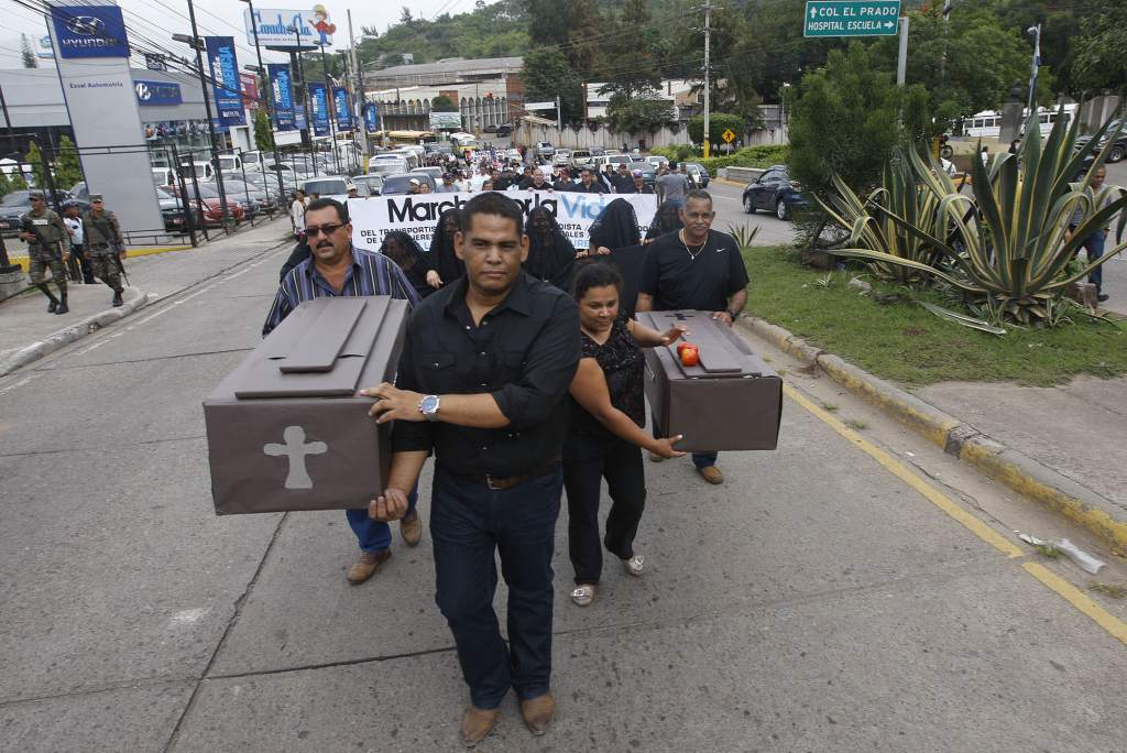 Hondurans protest high levels of violence in the transportation sector