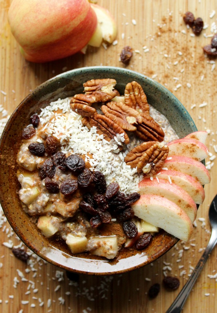 Apple Cinnamon Overnight Oats! These are so good, healthy, and filling! So easy to grab on the way out!
