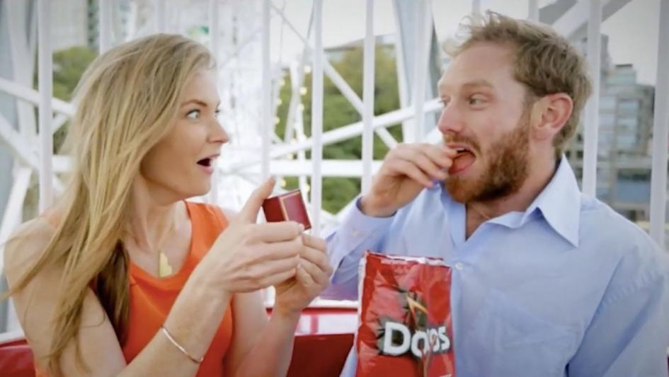 Doritos es criticado en este comercial por sus prácticas de producción.
