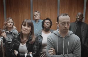 La idea de este video es usar el humor para crear conciencia sobre el cáncer de colon.