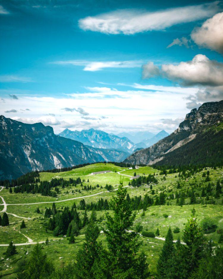 luoghi imperdibili in Friuli Venezia Giulia: Monte Canin visto dal jôf di montasio