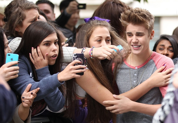 amor de Justin Bieber pelas fãs 07