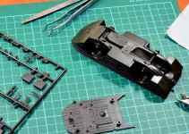 parti di modellino e strumenti per costruirlo